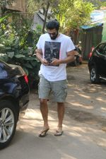 Aditya Roy Kapur Spotted At Bandra on 18th Jan 2018 (6)_5a61ee4409338.JPG