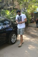 Aditya Roy Kapur Spotted At Bandra on 18th Jan 2018 (8)_5a61ee477492d.JPG