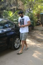 Aditya Roy Kapur Spotted At Bandra on 18th Jan 2018 (9)_5a61ee4a2e261.JPG