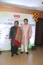 Anup Jalota at Tehzeeb E Gango Jaman Mushaaira & launch of book Ye Khalish Kahan Se Hoti in Club Millenium in juhu on 20th Jan 2018 (5)_5a6586b72adfa.jpg