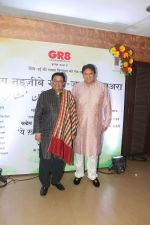 Anup Jalota at Tehzeeb E Gango Jaman Mushaaira & launch of book Ye Khalish Kahan Se Hoti in Club Millenium in juhu on 20th Jan 2018 (6)_5a6586b8a9968.jpg