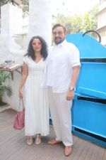 Kabir Bedi, Parveen Dusanj at the Red Carpet of Kanta Motwani_s Kromakay completing 17 years celebration on 21st Jan 2018 (14)_5a659304618f0.jpg