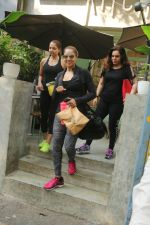Bipasha Basu Spotted At Kitchen Garden on 23rd Jan 2018 (4)_5a68232d24dbb.JPG