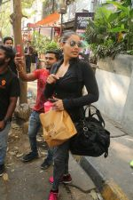 Bipasha Basu Spotted At Kitchen Garden on 23rd Jan 2018 (8)_5a68232fb2f53.JPG