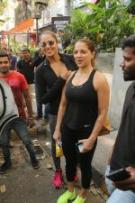 Bipasha Basu Spotted At Kitchen Garden on 23rd Jan 2018 (9)_5a68233b44848.JPG