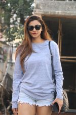 Daisy Shah Spotted At Bandra on 24th Jan 2018 (11)_5a69cd1c8f1ff.JPG