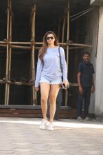 Daisy Shah Spotted At Bandra on 24th Jan 2018 (2)_5a69cd168c6a1.JPG