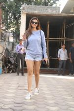 Daisy Shah Spotted At Bandra on 24th Jan 2018 (9)_5a69cd1ae4fd2.JPG