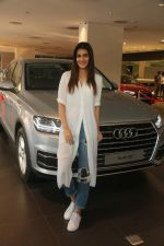 Kriti Sanon Taking The Delivery Of The Audi Q7 on 25th Jan 2018 (1)_5a6ad0b219a8e.JPG