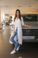 Kriti Sanon Taking The Delivery Of The Audi Q7 on 25th Jan 2018 (12)_5a6ad0bb53c75.JPG