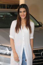 Kriti Sanon Taking The Delivery Of The Audi Q7 on 25th Jan 2018 (15)_5a6ad0bdb8808.JPG