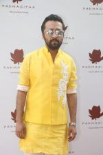 Siddhanth Kapoor at the Special Event Of Padmasitaa,A Clothing Line Of Padmini Kolhapure And Sita Talwalkar in Riviera Garden on 25th Jan 2018 (6)_5a6ad63148596.jpg