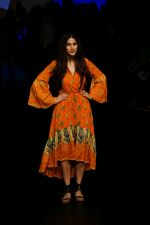 Sapna Pabbi at Lakme Fashion Week 2018 on 31st Jan 2018 (15)_5a72b4aa3d007.JPG