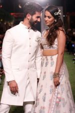 Shahid Kapoor, Mira Rajput Showstopper For Designer Anita Dongre R-Elan At Lakme Fashion Week 18 on 1st Feb 2018 (12)_5a7326ed6049d.JPG