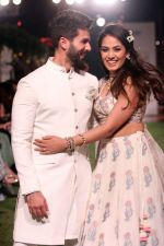 Shahid Kapoor, Mira Rajput Showstopper For Designer Anita Dongre R-Elan At Lakme Fashion Week 18 on 1st Feb 2018 (15)_5a73270668167.JPG