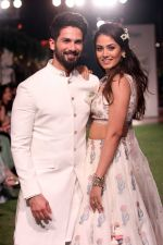 Shahid Kapoor, Mira Rajput Showstopper For Designer Anita Dongre R-Elan At Lakme Fashion Week 18 on 1st Feb 2018 (8)_5a7326e8bba2f.JPG