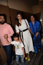 Shilpa Shetty, Raj Kundra with Son Spotted At Pvr on 31st Jan 2018 (11)_5a72ae7e3c5d1.JPG