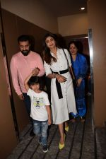 Shilpa Shetty, Raj Kundra with Son Spotted At Pvr on 31st Jan 2018 (7)_5a72ae7d1bec8.JPG