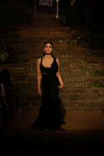 Kareena kapoor Khan showstopper For Designer Anamika Khanna At Lakme Fashion Week Finale 18 on 4th Feb 2018