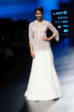 Pooja Hegde at Lakme Fashion Week 2018 on 4th Feb 2018 (26)_5a7812f1ae315.JPG