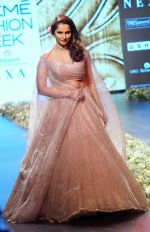 Sania Mirza at Lakme Fashion Week 2018 on 3rd Feb 2018 (2)_5a780fd044686.JPG