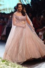 Sania Mirza at Lakme Fashion Week 2018 on 3rd Feb 2018 (4)_5a780fd38d4c5.JPG