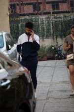 Shahid Kapoor Spotted at sucasa bandra for shoot on 7th Feb 2018 (10)_5a7c04209f31d.JPG