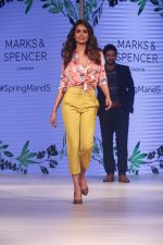 Esha Gupta at Marks & Spencer spring summer collection launch at Fourseasons mumbai on 8th Feb 2018 (15)_5a7d43ace96d0.jpg