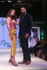 Esha Gupta, Ali Fazal at Marks & Spencer spring summer collection launch at Fourseasons mumbai on 8th Feb 2018 (2)_5a7d43b355c4f.jpg