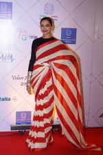 Deepika Padukone at Red Carpet Of Volare Awards 2018 on 9th Feb 2018 (73)_5a7e99a33781f.JPG