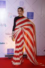 Deepika Padukone at Red Carpet Of Volare Awards 2018 on 9th Feb 2018 (74)_5a7e99a3c2f41.JPG