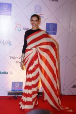Deepika Padukone at Red Carpet Of Volare Awards 2018 on 9th Feb 2018 (75)_5a7e99a45534c.JPG