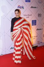 Deepika Padukone at Red Carpet Of Volare Awards 2018 on 9th Feb 2018 (79)_5a7e99a90bee6.JPG