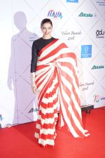 Deepika Padukone at Red Carpet Of Volare Awards 2018 on 9th Feb 2018 (81)_5a7e99c81be29.JPG