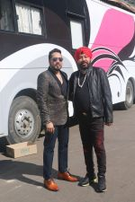 Daler Mehndi, Mika Singh On The Sets Of Reality Show Super Dancer 2 on 12th Feb 2018 (4)_5a82e69949403.JPG
