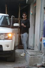 Ahan shetty spotted at bandra, Mumbai on 13th Feb 2018 (5)_5a84422415ee7.JPG