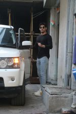 Ahan shetty spotted at bandra, Mumbai on 13th Feb 2018 (6)_5a844224b34d1.JPG