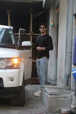 Ahan shetty spotted at bandra, Mumbai on 13th Feb 2018 (7)_5a84422560355.JPG