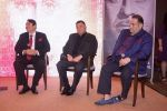 Randhir Kapoor, Rishi Kapoor, Rajiv Kapoor at The Raj Kapoor Awards For Excellence In Entertainment on 14th Feb 2018 (33)_5a859995bdd0a.jpg