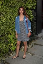Esha Gupta Spotted At Charcoal Project on 16th Feb 2018 (10)_5a882cbdbf539.JPG