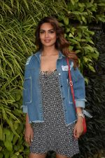 Esha Gupta Spotted At Charcoal Project on 16th Feb 2018 (13)_5a882cc463735.JPG