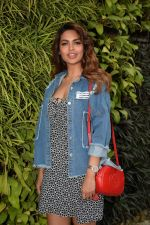 Esha Gupta Spotted At Charcoal Project on 16th Feb 2018 (14)_5a882cc691153.JPG
