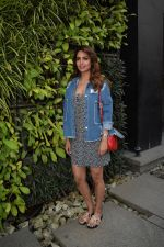 Esha Gupta Spotted At Charcoal Project on 16th Feb 2018 (2)_5a882cae686da.JPG