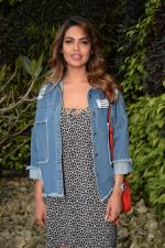 Esha Gupta Spotted At Charcoal Project on 16th Feb 2018 (22)_5a882cda95abd.JPG