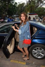 Esha Gupta Spotted At Charcoal Project on 16th Feb 2018 (26)_5a882ce62c30c.JPG
