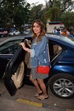 Esha Gupta Spotted At Charcoal Project on 16th Feb 2018 (27)_5a882ce871ffe.JPG