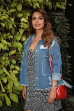 Esha Gupta Spotted At Charcoal Project on 16th Feb 2018 (5)_5a882cb55c58b.JPG
