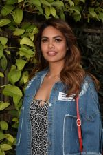 Esha Gupta Spotted At Charcoal Project on 16th Feb 2018 (7)_5a882ea83a91c.JPG