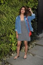 Esha Gupta Spotted At Charcoal Project on 16th Feb 2018 (9)_5a882cbbb0cbc.JPG