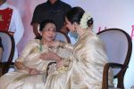 Asha Bhosle, Rekha at 5th Yash Chopra Memorial Award on 17th Feb 2018 (111)_5a894ad7b9d59.jpg